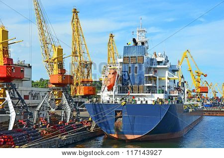 Cargo crane, pipe and ship