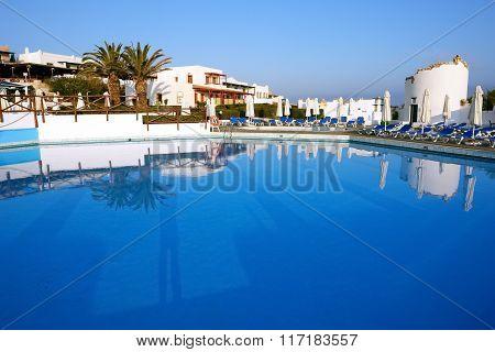 Pool In Aldemar.