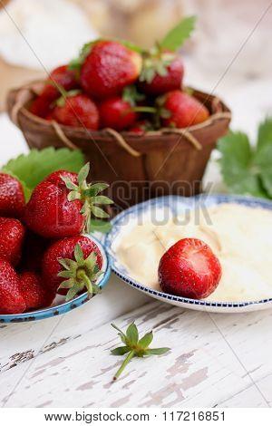 organic strawberries with cream