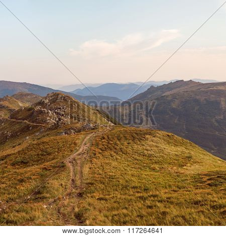 Travel along the ridge