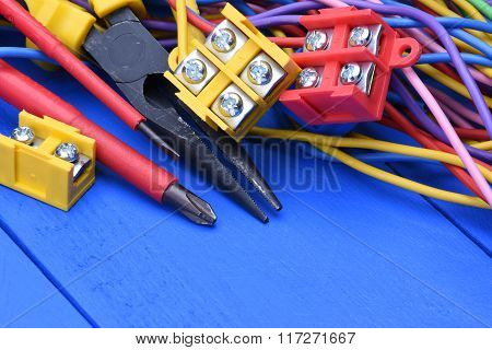 Tools and component kit used in electrical installations