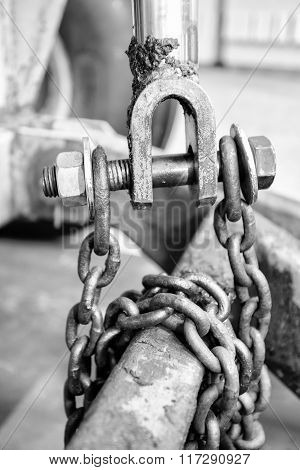 Industrial chain and bolts