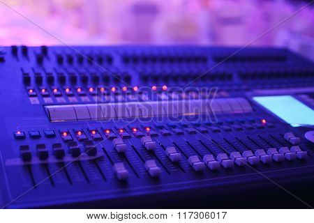 Control desk for stage illumination