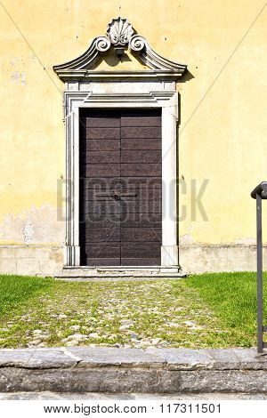 Grass Arsago Seprio Abstract       Door Curch  Closed Wood Italy  Lombardy