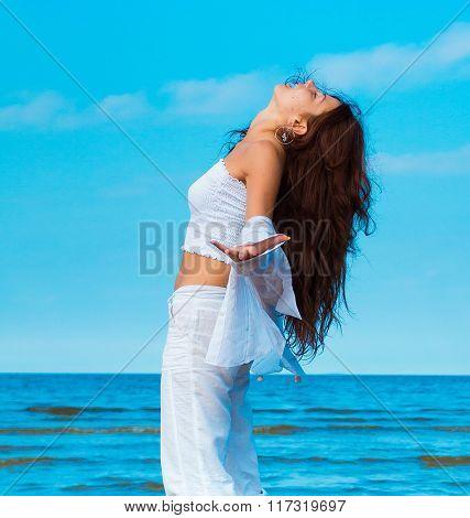 Vivid Beach Model