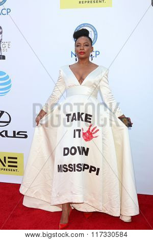 LOS ANGELES - FEB 5:  Aunjanue Ellis at the 47TH NAACP Image Awards Arrivals at the Pasadena Civic Auditorium on February 5, 2016 in Pasadena, CA