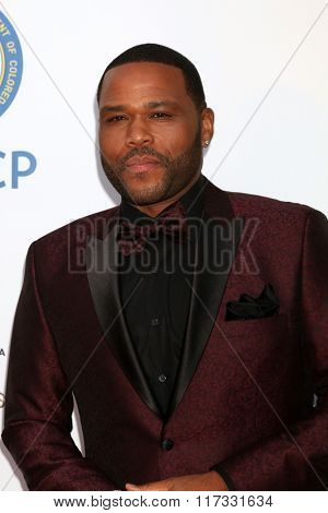 LOS ANGELES - FEB 5:  Anthony Anderson at the 47TH NAACP Image Awards Arrivals at the Pasadena Civic Auditorium on February 5, 2016 in Pasadena, CA