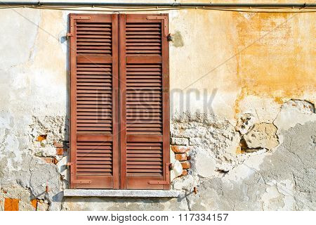 Varano Borghi Palaces Italy    Venetian Blind In The Concrete  Brick