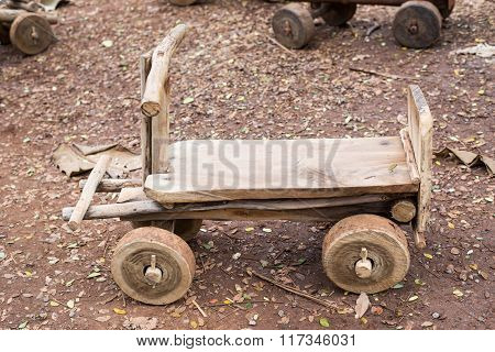 The wood car for the child play