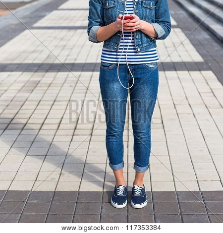 Young Hipster woman listening to music in the city