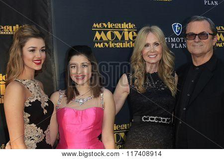 LOS ANGELES - FEB 5: Sadie Robertson, family at the 24th Annual MovieGuide Awards at Universal Hilton Hotel on February 5, 2016 in Universal City, Los Angeles, California