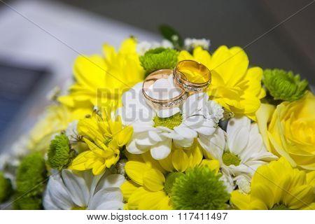 Wedding rings near the bouquet