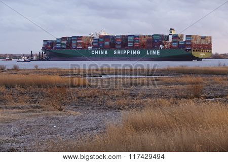 Hetlingen (germany) - Container Vessel Lying On Ground Of The Elbe