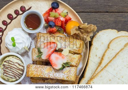 Selective Focus Of Honey Toast On Wood Background With Fruit And Icecream