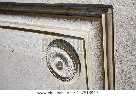 Castronno    Varese Abstract   Wall  Curch Circle  Pattern