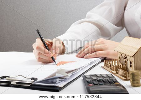 Savings, finances, economy and home budget concept - close up of woman counting at calculator  losse