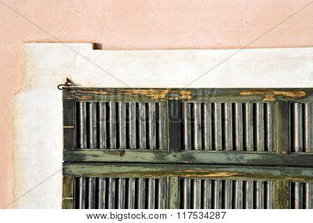 Window  Varese N  Sunny Day    Wood Venetiann Concrete  Brick