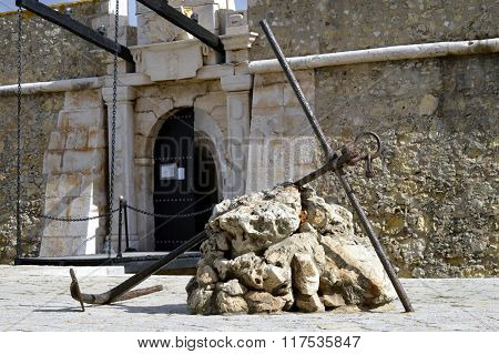 An anchor outside the historical Forte da Ponda da Bandeira in Lagos