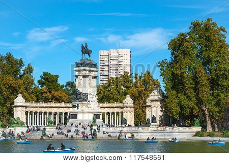 Beautiful Blue sky in the city of Madrid's main park.