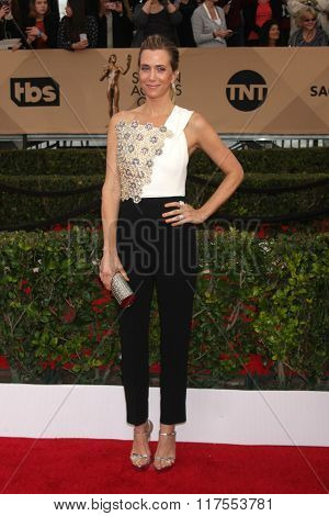 LOS ANGELES - JAN 30:  Kristen Wiig at the 22nd Screen Actors Guild Awards at the Shrine Auditorium on January 30, 2016 in Los Angeles, CA