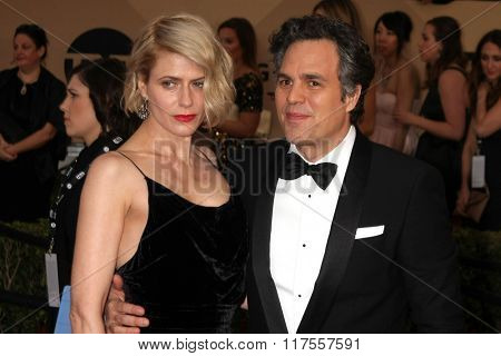 LOS ANGELES - JAN 30:  Mark Ruffalo at the 22nd Screen Actors Guild Awards at the Shrine Auditorium on January 30, 2016 in Los Angeles, CA