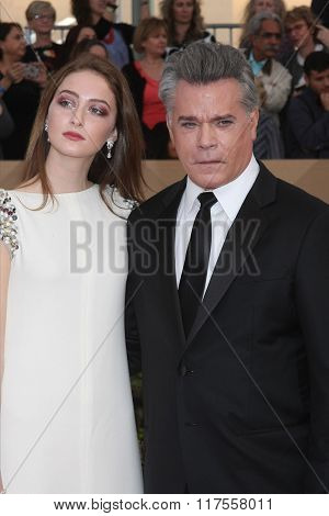 LOS ANGELES - JAN 30:  Ray Liotta, daughter at the 22nd Screen Actors Guild Awards at the Shrine Auditorium on January 30, 2016 in Los Angeles, CA