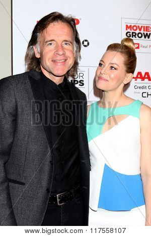 LOS ANGELES - FEB 8:  Bill Pohlad, Elizabeth Banks at the 15th Annual Movies For Grownups Awards at the Beverly Wilshire Hotel on February 8, 2016 in Beverly Hills, CA