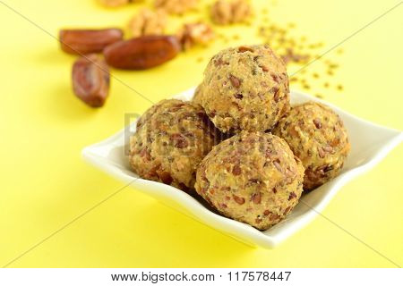 Breakfast energy balls