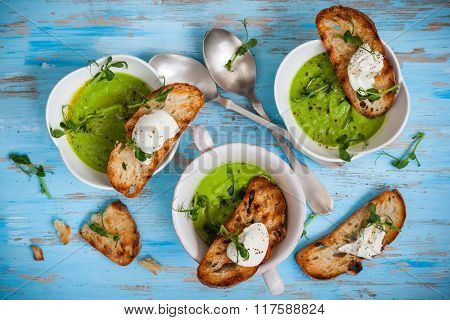 Green pea soup with goat's cheese crostini
