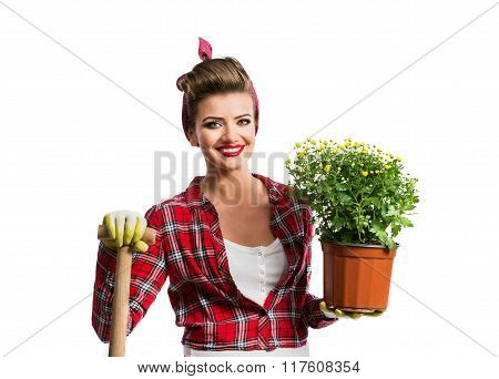 Pin-up girl holding flower pot with yelow daisies and spade