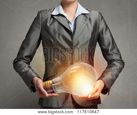 Electric bulb in woman hand