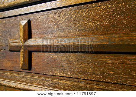 Lombardy  Italy   Cross Castellanza  N Knocker In A  Door Wood