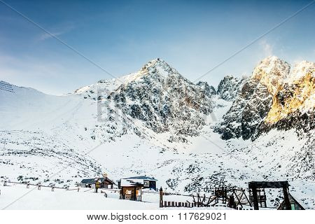Winter Lanscape With Mountains Full Of Snow. Beautiful Landscape In The Mountains On A Sunny Day Ski