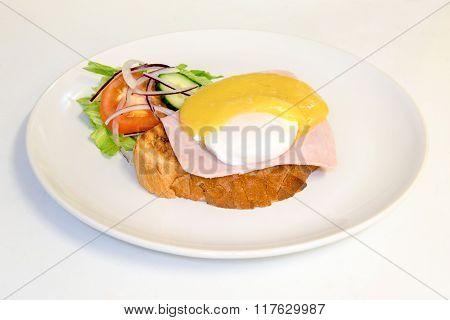 egg on toast breakfast