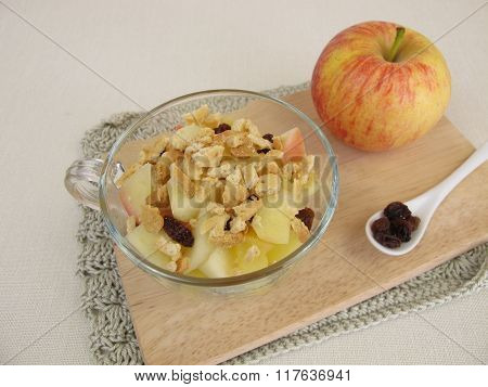 Crumble mug cake with apple, raisins and cookie crumbs