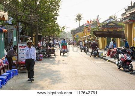 People on the street of Hoi An ancient town