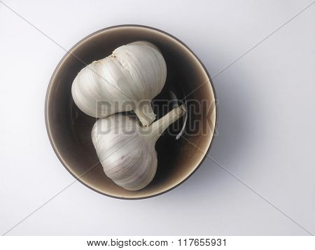 top view of the garlic in a bowl