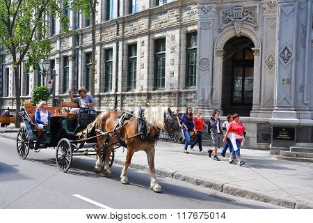 Horse drawn carriage tours in Quebec City
