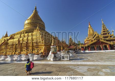 Bagan, Myanmar-december 24 : Unidentified Asian Tourist Visit Shwezigon Paya, 2015, Bagan, Myanmar.