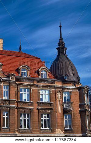 Windows on the facade of the Art Nouveau building