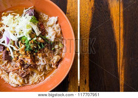 Thai Rice Vermicelli With Spicy Pork Sauce