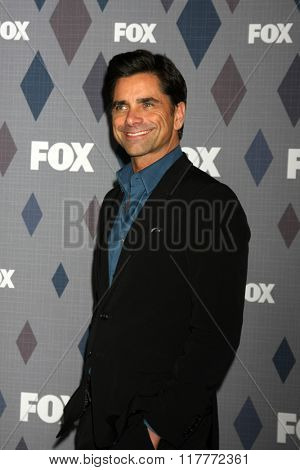 LOS ANGELES - JAN 15:  John Stamos at the FOX Winter TCA 2016 All-Star Party at the Langham Huntington Hotel on January 15, 2016 in Pasadena, CA