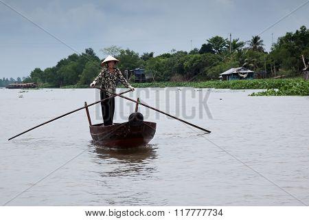 Mekong delta,rowing woman