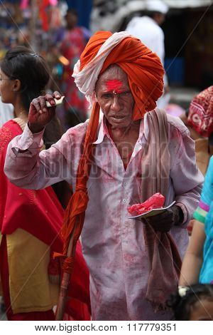 Pune, India  - july 11, 2015: An Old Indian Pilgrim In A Traditional Attire During A Religious War
