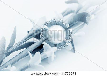 Elegant pearl Jewelry ring