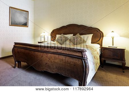Elegant Luxurious Wooden Double Bed