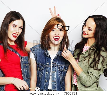 hipster girls best friends ready for party