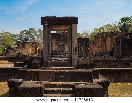 Sa Kampheang Yai Castle
