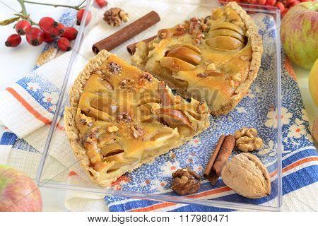 Apple tart with caramel filling
