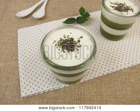 Jelled green smoothie with matcha, yogurt and chia seeds